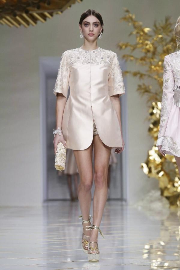 设计趋势网 服装  中国著名服装设计师郭培同名品牌受邀压轴亮相,在